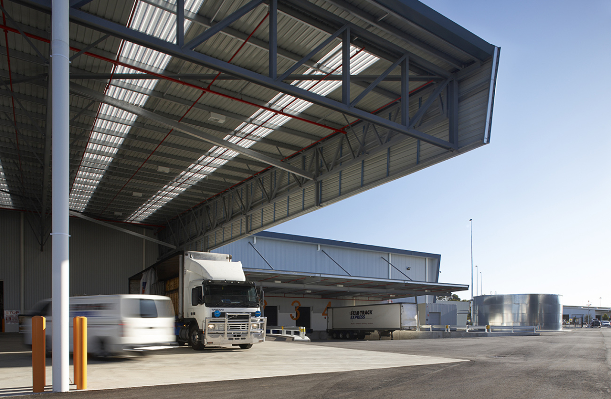 Star Track Express Distribution Centre Parry and Rosenthal Architects